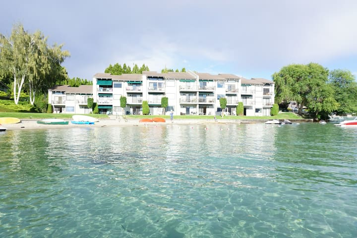 1000' of Sandy Beach~Lake Chelan Condo~Waterfront - Chelan - Appartement
