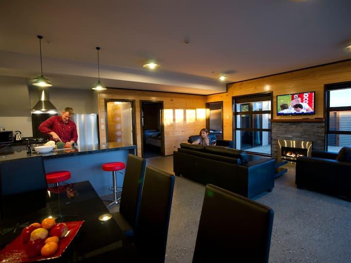 Luxury Seaview Apartment, 2 Bedroom/2 Bathroom