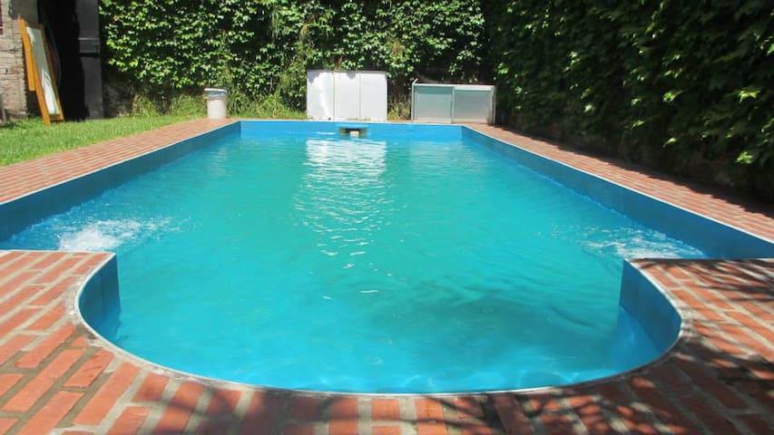 Hermosa casa con jardín y piscina (Maradona)