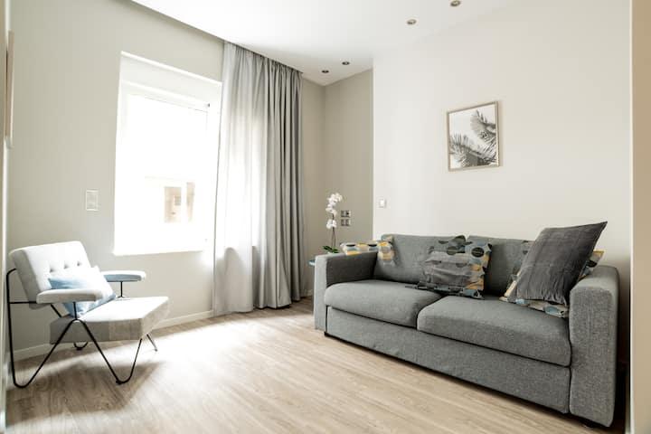 A14 Sunny & Cosy 2R apartment near Plaka&Parthenon