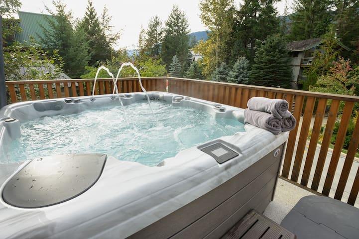 6 person private hot tub, runs all year round