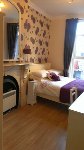 Wexford Town Pikeman Apartment, North Main Street, Wexford Town - 2 Bed - Sleeps 5 - Wexford Town - Lejlighed