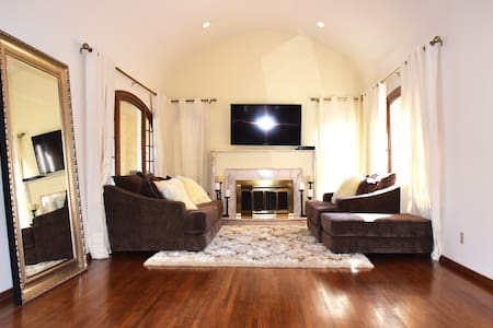 Large Beverly Hills House- 3 Rooms Available-Room1 - Beverly Hills