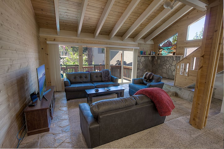 Lake view remodeled condo with Community Pool and Hot Tub (LVC0816)