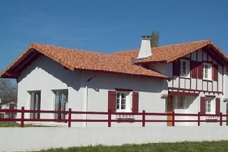 Maison proche Biarritz et frontière Espagnole - Larressore