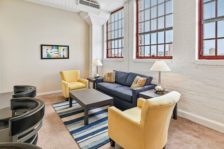 Modern 2BR/2Bath in Downtown's Warehouse District