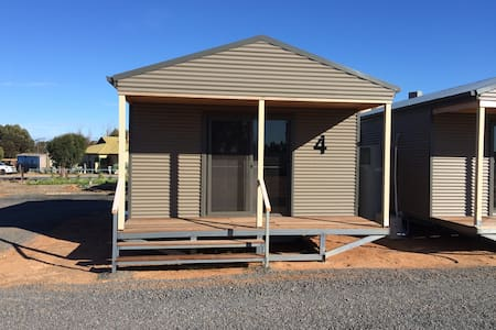 WAGON INN self contained unit 4 - Lascelles