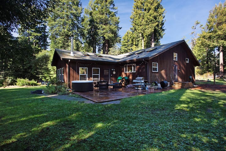 Tree-lined home w/ private hot tub, firepit & large yard - bike to the beach!