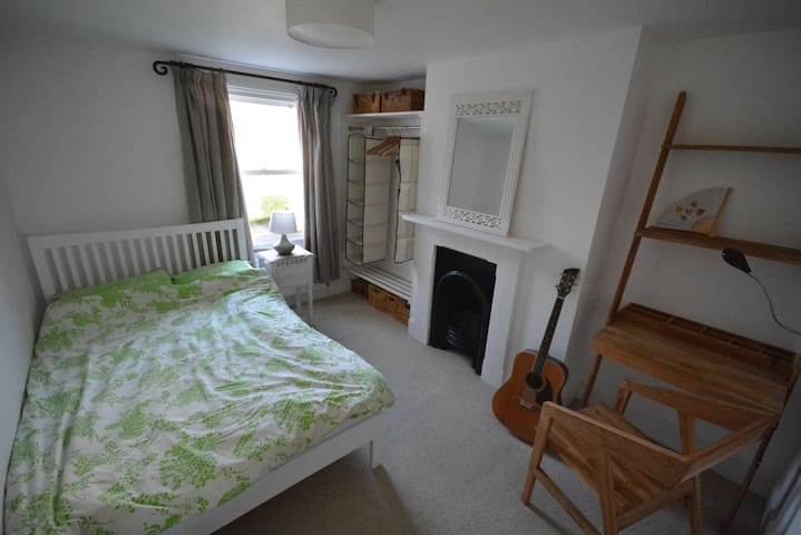 Double room 5 mins from station