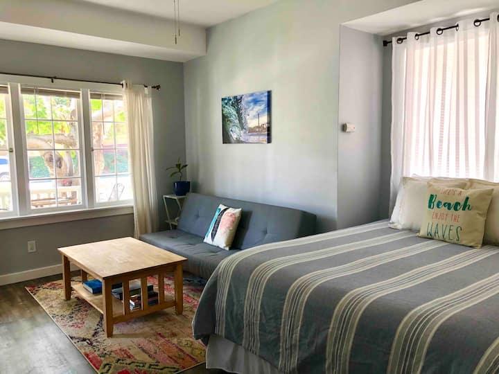 Private Sunlit Studio Room Downtown Santa Cruz