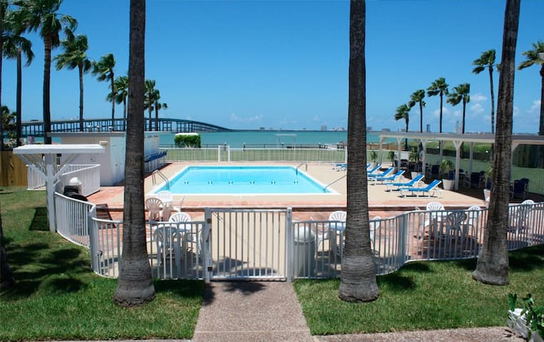 1 Bedroom at Historic Queen Isabel Inn - Port Isabel - Hotel butique
