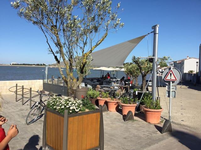 maisonnette près du port dans une venelle privée