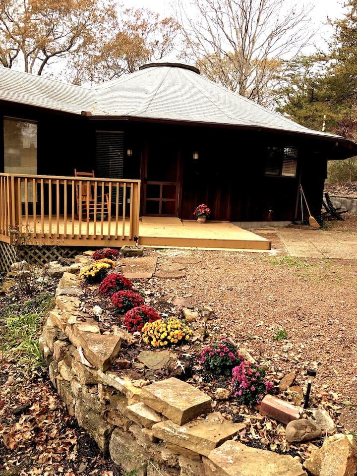 Crow Cut Cottage - a quiet get-away near Nashville