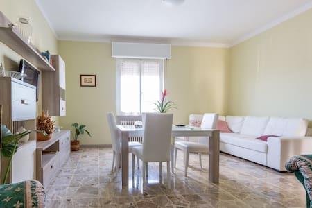 """Appartamento vacanze """"il Fungo"""" - Montefalco - Leilighet"""
