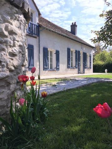 Charmante longère 60 km Paris - piscine - étang - Bourdonné - Villa