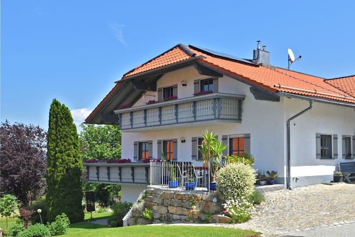 Beautiful apartment in the Bavarian Forest with balcony and whirlpool tub