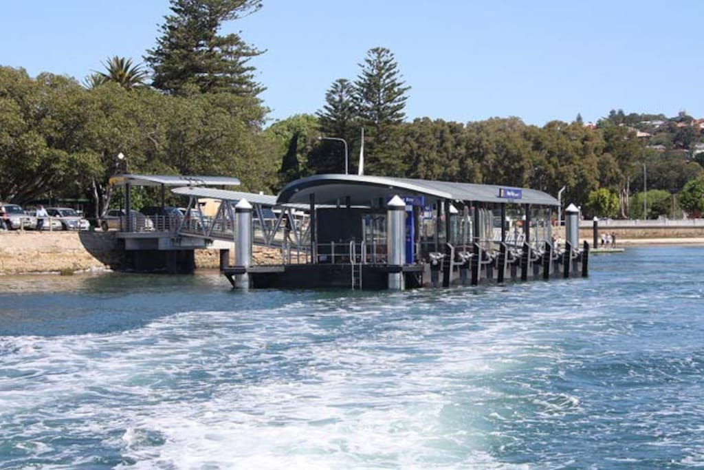 Rose Bay Ferry (15min Walk, 10min to CBD)