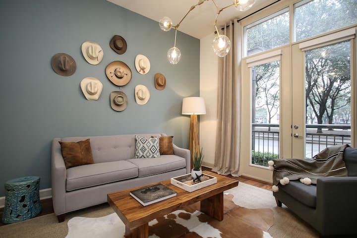 Premier 1BR/1BA Suite | Near Galleria and Waterwall