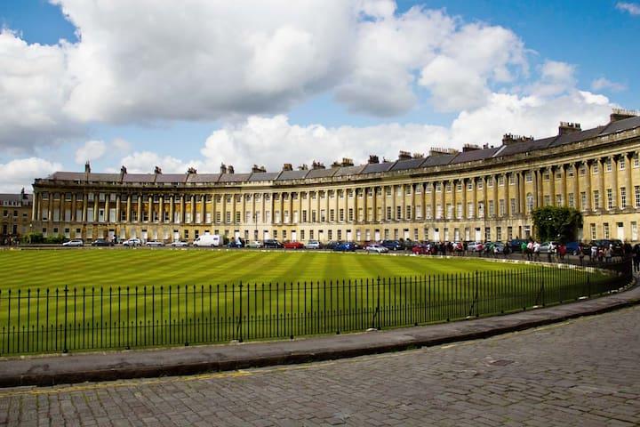 The Royal Crescent Garden Apartment, Bath