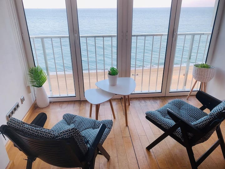 Apartment in Platja d'Aró in front of the beach with communal pool - BERRY