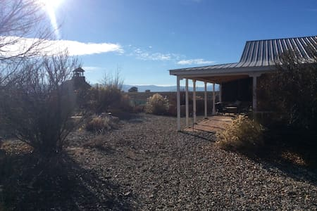 BEST OF TAOS HOME-STRAWBALE-PET FRIENDLY-MNT VIEWS