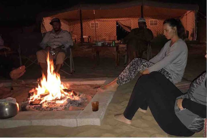 Camping in Bedouin tent, expérience emirates life