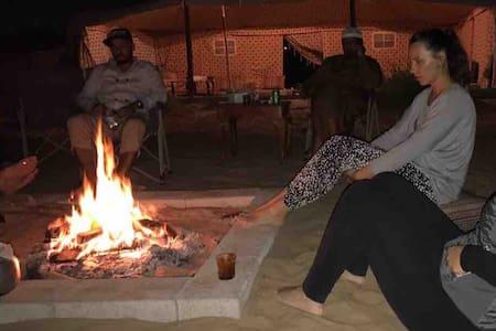 Camping in Bedouin tent, expérience emirates life
