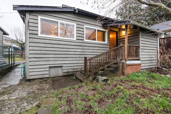 Private lane house close to mountains Ocean &DTVAN