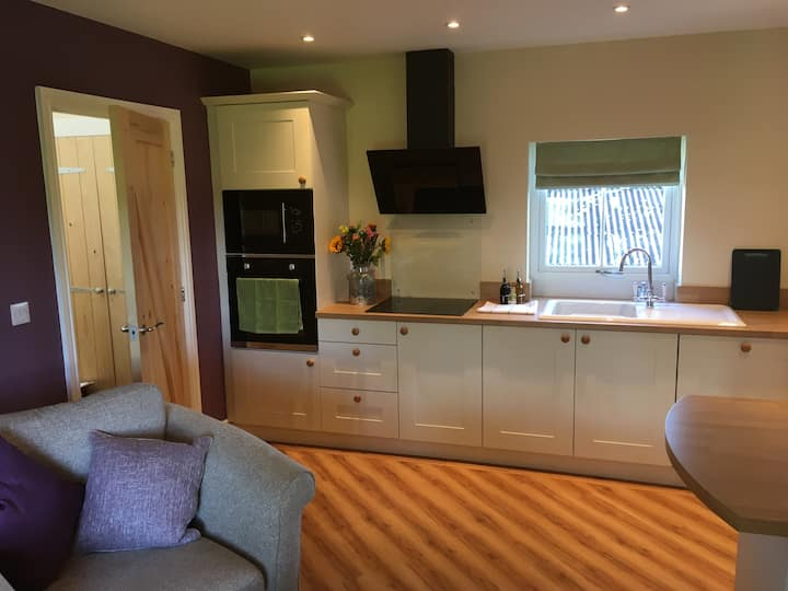 Tight-Lyne: A recently renovated riverside cottage