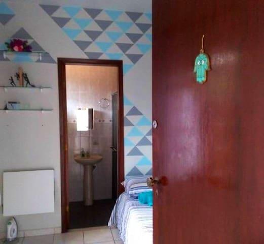 Suite com entrada independente, amplo Jardim.