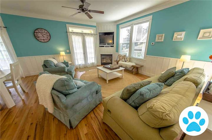 Now Pet Friendly! 2,600 Square Feet of Fun! Sleeps 10, Wi-Fi, Hot Tub, Game Room, Bunk Room, Park View, Huge Deck and Just a Short Walk to the Beach!