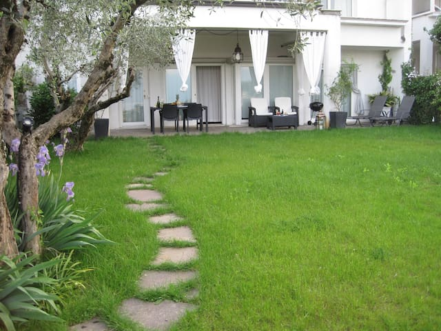 Stunning & Lovely Villa Manuela - Salo Lake Garda - Salò - Lägenhet