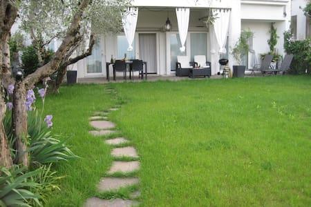 Stunning & Lovely Villa Manuela - Salo Lake Garda - Salò - อพาร์ทเมนท์