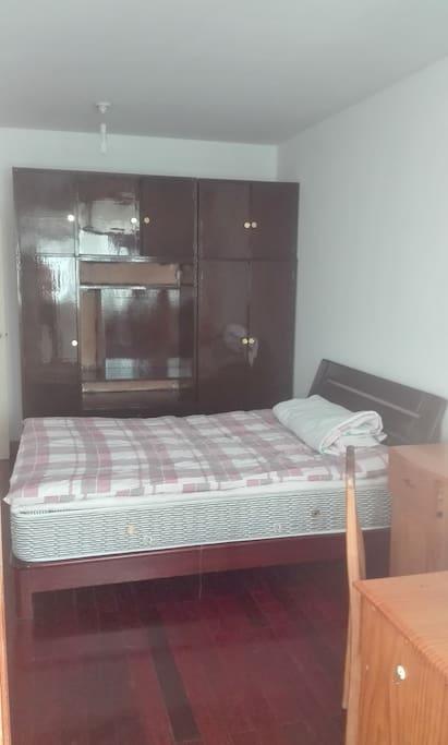 床单还没有铺上,等客人来上新。