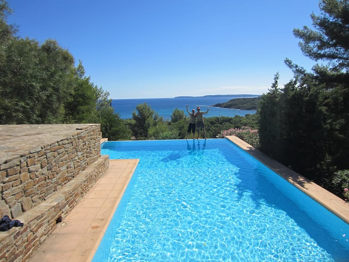 Large and quiet Villa, Stunning view, Pool, Beach