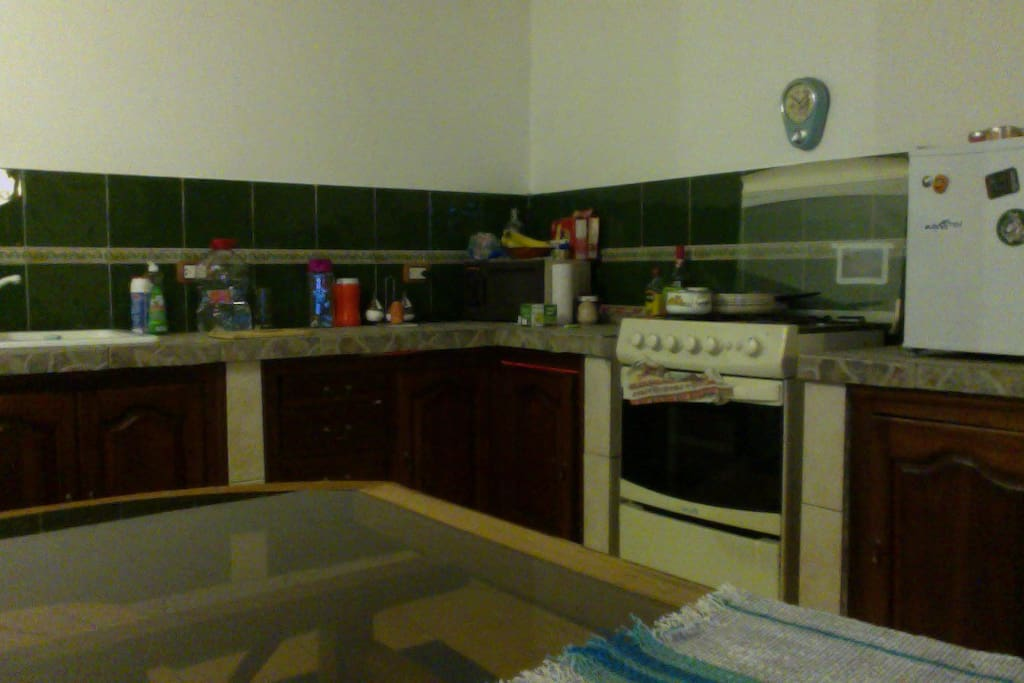 A fullfurnished Kitchen, ready to use.