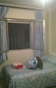 Room pisocompartido Av LuisMontoto Florida Sevilla - Siviglia - Appartamento