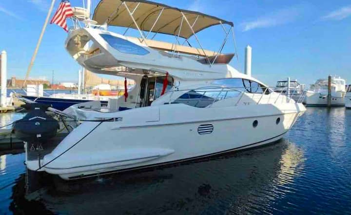 Cozy Azimut 43' Private Luxurious Yacht Rental