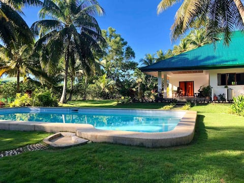 Pleasant B & B rooms in villa with swimming pool