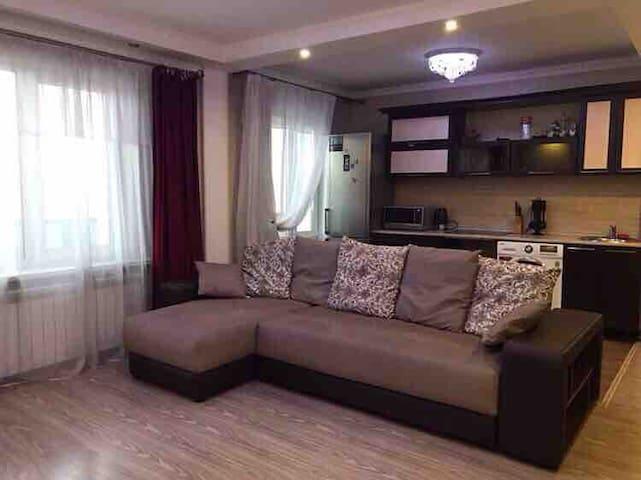Уютная, чистая трёх комнатная квартира