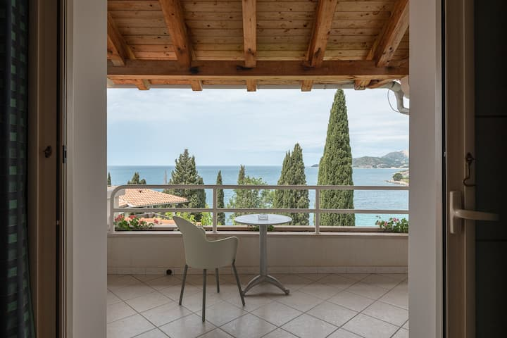 Villas Plat Apartment with Sea View, Outdoor Pool