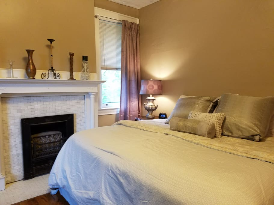 Newly updated with King size bed!
