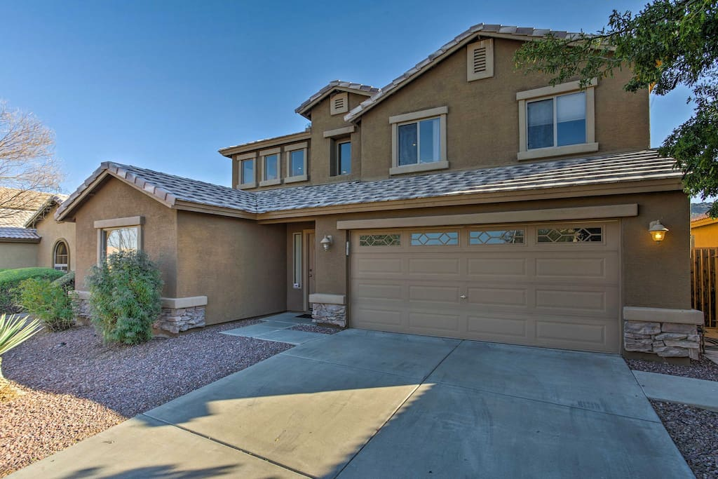 This beautiful Arizona home boasts 2,464 square feet of living space and accommodates up to 10 guests.