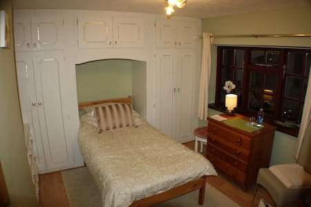 Single Room, B&B, near University - Loughborough