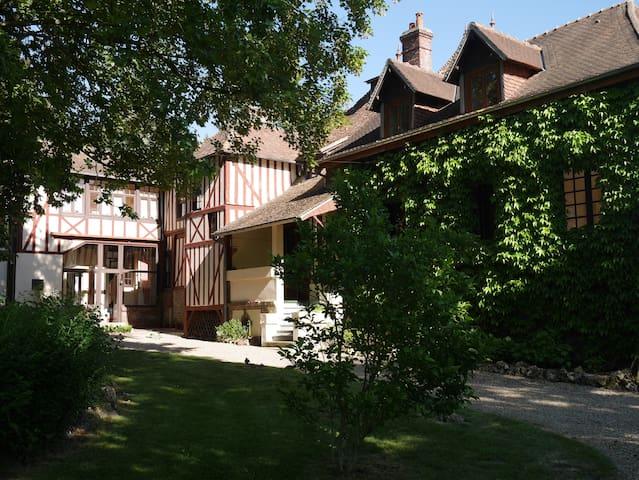 Maison indépendante dans un manoir normand, Bernay