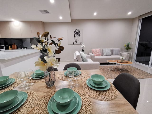 Stunning Artistic Town House with 2  free parkings