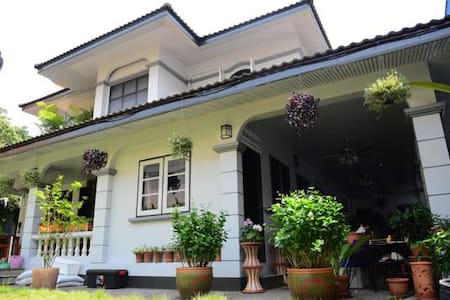 chinese houseowner - Chiang Mai