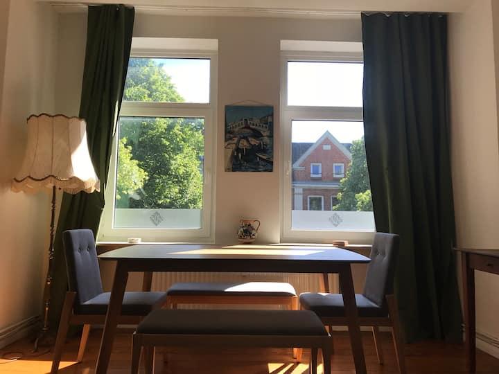 Altbau Wohnung mit viel Charme in zentraler Lage