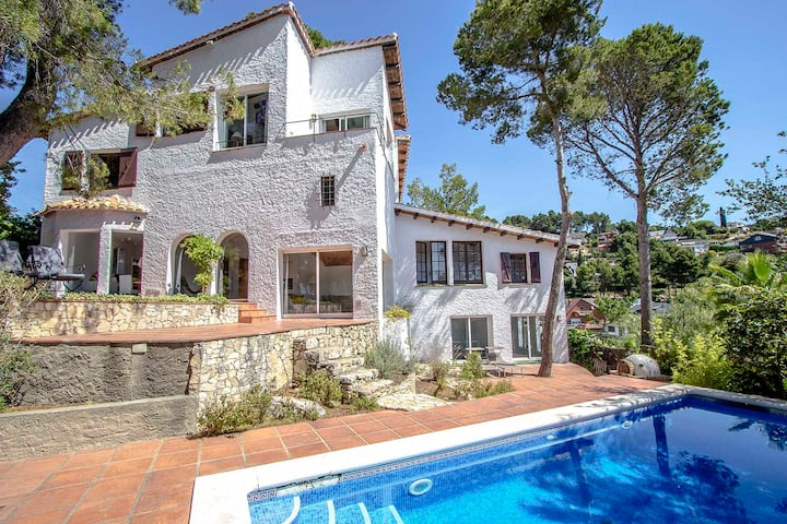 Catalunya Casas: Majestic Villa Fontpineda, 30 km to Barcelona city center!