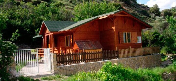 Casa rural de madera en bonito y tranquilo pueblo
